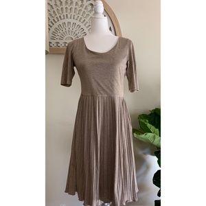 Banana Republic Brown Jersey Dress Pleated Sz 6